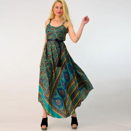 Γυναικείο μεταξωτό φόρεμα με V λαιμόκοψη και ρυθμιζόμενες τιράντες, ανάλαφρο στυλ.