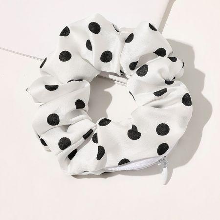 Scrunchie Wallet Ένα οργανικό κοτσιδάκι που μπορεί να φυλάει και τα αγαπημένα σου αντικείμενα! - Black with white dots - skroutz.com.cy
